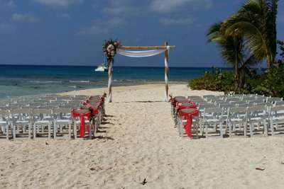 5 Things You Need to Know Before You Plan a Beach Wedding in the Cayman Islands