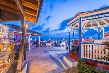 Indoor & Outdoor Bar in the Cayman Islands - The Wharf