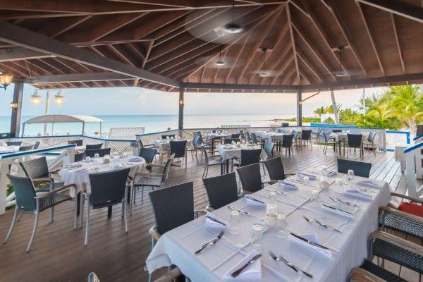 Outdoor Dining in the Cayman Islands Image 7