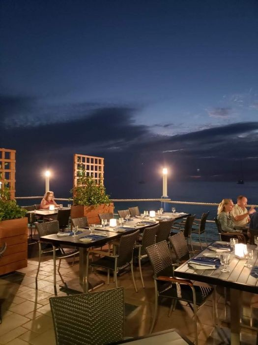Waterfront Dining in the Cayman Islands Image 9