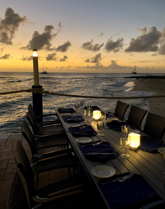 Waterfront & Indoor Dining in the Cayman Islands