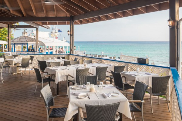 Splendid Upper Deck Dining in Cayman